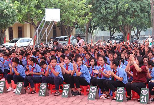 Học sinh trường THCS Đặng Thai Mai (TP Vinh) dự lễ phát động cuộc thi. Ảnh: Nguyễn Hải.