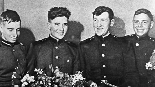 4 thủy thủ Liên Xô sau khi trở về từ Mỹ. Ảnh: RBTH.