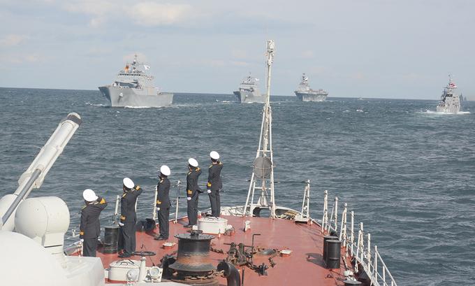 Tàu hộ vệ Việt Nam sánh vai với chiến hạm 12 nước ngoài khơi Hàn Quốc