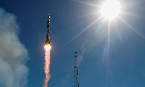 Tàu Soyuz rời khỏi bệ phóng. Ảnh: RT.
