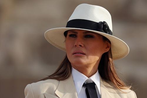 Đệ nhất phu nhân Mỹ Melania Trump trong chuyến thăm kim tự tháp ở thủ đô Cairo, Ai Cập hôm 6/10. Ảnh: Reuters.
