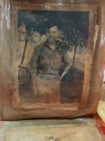 Bức chân dung được một gia đình ở Thanh Hóa vào nhận là liệt sĩ Đỗ Ngọc Hà. Ảnh: Phước Tuấn