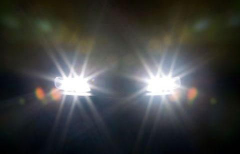 Đèn pha hoạt động tốt giúp tầm nhìn tài xế rõ ràng hơn.