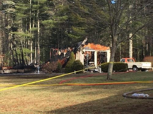 Căn nhà của gia đình Lindquist bị cháy rụi.