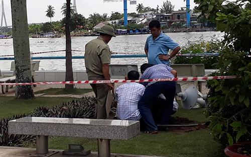 Hiện trường vụ tai nạn tại công viên bến Ninh Kiều. Ảnh: Cửu Long