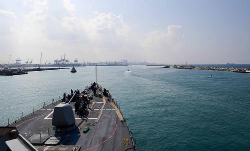 Tàu khu trục USS Ross tiến vào cảng Ashdod hôm 11/10. Ảnh: US Navy.