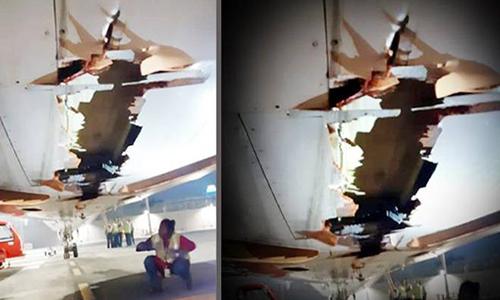 Phần bụng bị xé rách của chiếc Boeing 737. Ảnh: Air India.