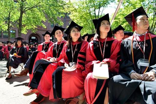 Sinh viên dự lễ phát bằng vào tháng 5 năm 2018 của Đại học Harvard. Ảnh: Center for American Progress