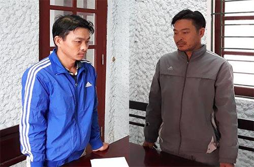 An (trái) và Mão (anh trai)tại cơ quan điều tra. Ảnh: C.A