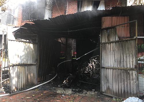 Cháy lớn tại xưởng sản xuất ghế sofa ở Hà Nội - ảnh 2