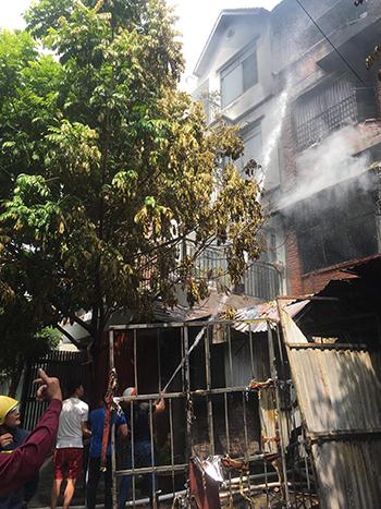 Cháy lớn tại xưởng sản xuất ghế sofa ở Hà Nội - ảnh 3