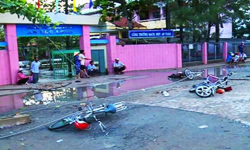 Buổi chiều định mệnh của hai học sinh bị điện giật trước cổng trường - ảnh 2