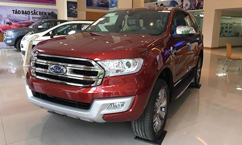 Ford Everest nhập khẩu Thái Lan tại một đại lý ở Hà Nội.