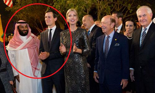 Thái tử Mohammed (trái) đứng cạnh Kushner trong chuyến thăm Mỹ năm 2017. Ảnh: Reuters.
