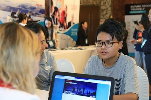 Nguyễn Minh Hoàng, học sinh tham dự Triển lãm Giáo dục New Zealand 2018 đã nhận được học bổng $1.500 NZD từ trường Trung học Garin College.