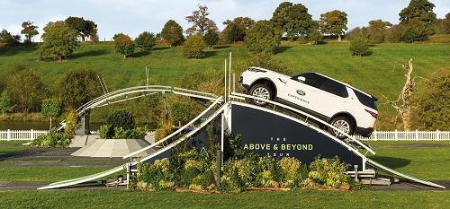 Land Rover Discovery LR5 trong chương trình Above and Beyond Tour
