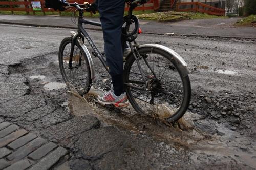 Los Angeles đã nhiều lần phải bồi thường cho người đi xe đạp vì tai nạn xuất phát từ ổ gà.