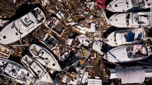 Những chiếc thuyền xô vào nhau sau khi bão Michael tràn qua Panama. Ảnh: CNN.