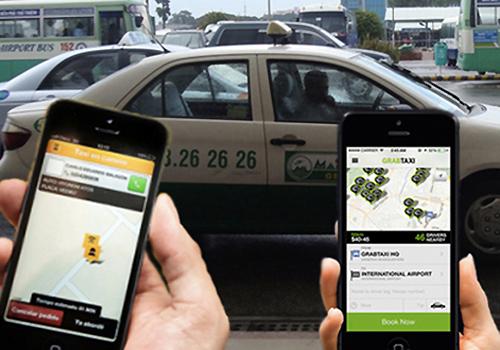 Grabcar được nhiều khách hàng ưa thích sử dụng do giá cước thấp hơn taxi truyền thống, nhiều khuyến mại. Ảnh minh họa: Xuân Hoa