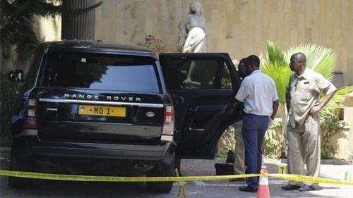 Hiện trường vụ bắt cóc và xe hơi của tỷ phú Dewji. Ảnh: BBC.