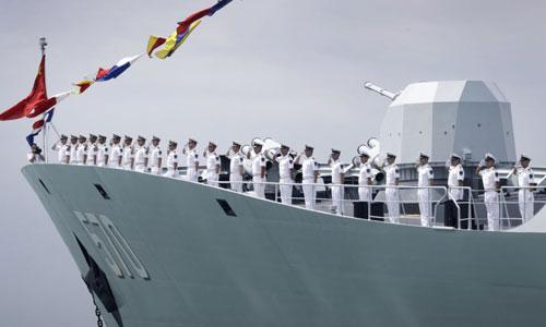 Tàu hộ vệ Trung Quốc ghé thăm cảng Singapore năm 2017. Ảnh: AP.