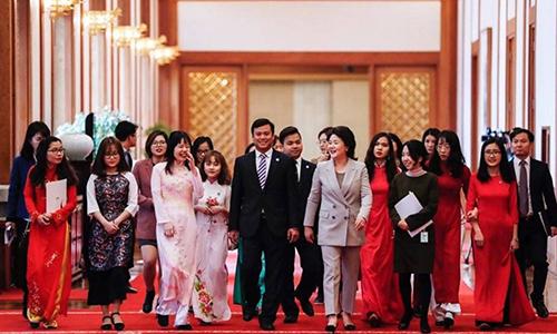 sinh viên Việt Nam tiêu biểu tại Hàn Quốc được bà Kim Jung-sook đón tiếp tại Nhà Xanh