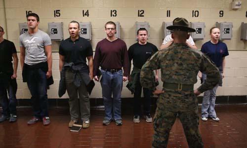 Các tân binh thủy quân lục chiến tại một trại huấn luyện ở đảo Parris, bang Nam Carolina, Mỹ vào năm 2013. Ảnh: AFP.