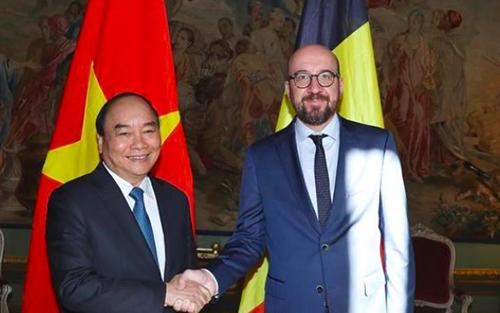 Thủ tướng Nguyễn Xuân Phúc trong cuộc hội đàm với Thủ tướng Bỉ Charles Michel tại cung điện Palais dEgmont. Ảnh: TTXVN.