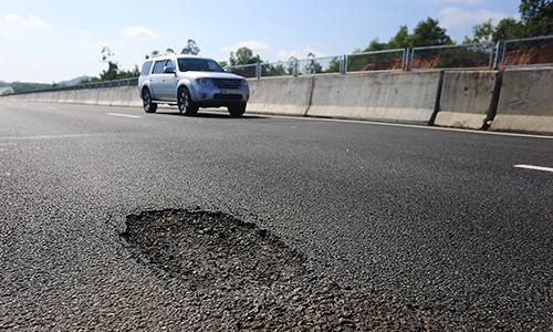 Phó thủ tướng họp khẩn để xử lý hư hỏng mặt đường cao tốc 34.000 tỷ