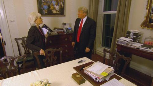 Bức tranh xuất hiện trong chương trình phỏng vấn Trump của CBS được phát sóng hôm 14/10. Ảnh: Twitter.
