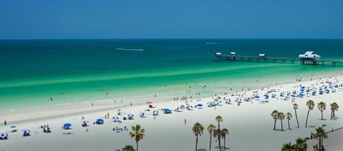 Bãi biển St. Pete ở bang Florida, Mỹ. Ảnh: AP.