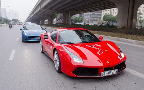 Siêu xe Ferrari của Tuấn Hưng tham gia hành trình siêu xe hồi tháng 3/2018.