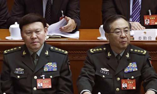 Trương Dương (trái) và Phòng Phong Huy, hai cựu tướng vừa bị khai trừ khỏi đảng Cộng sản Trung Quốc. Ảnh: AP.