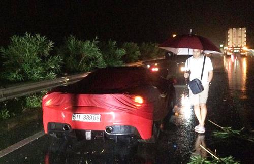Xe Ferrari 488 GTB của ca sĩ Tuấn Hưng sau tai nạn sớm 16/10. Ảnh: Xuân Hoa
