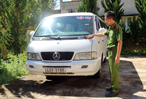 Chiếc xe bị tạm giữ. Ảnh: Khánh Hương.