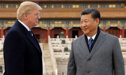 Tập Cận Bình (phải) đón Trump đến thăm Tử Cấm Thành ở Bắc Kinh năm 2017. Ảnh: Reuters.