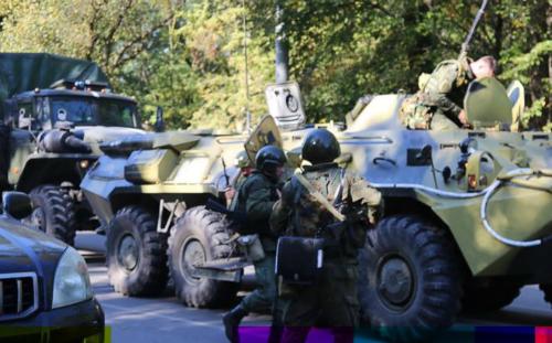 Xe quân sự được điều đến hiện trường vụ khủng bố. Ảnh: PA.