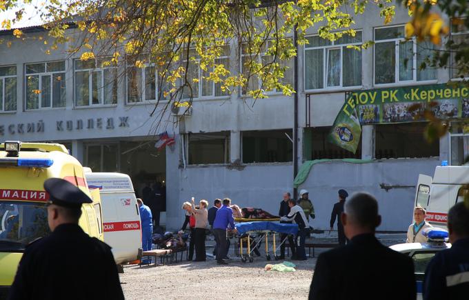 Hiện trường vụ đánh bom và xả súng tại trường ở Crimea
