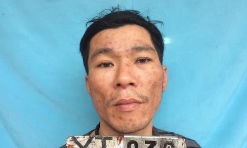 Cầm lựu đạn và dao đe dọa cảnh sát khi bị bắt