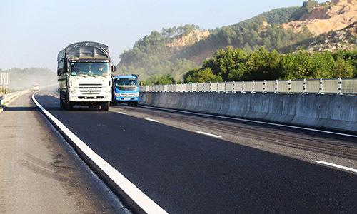 Nhà thầu cao tốc Đà Nẵng - Quảng Ngãi sửa chữa đường hỏng trong 3 ngày