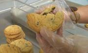 Học sinh Mỹ lấy tro của ông bà làm bánh cho bạn cùng lớp