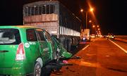 Taxi đâm ôtô tải đậu trên cầu khiến 3 người chết và bài học cho tài xế Việt