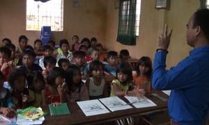Chàng trai K'Ho mở lớp học tiếng Anh miễn phí ở buôn làng