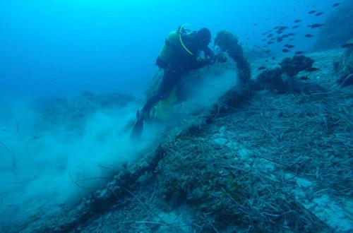 Mỏ neo cổ ởvùng biển gần làng Kamari. Ảnh: Newsweek.