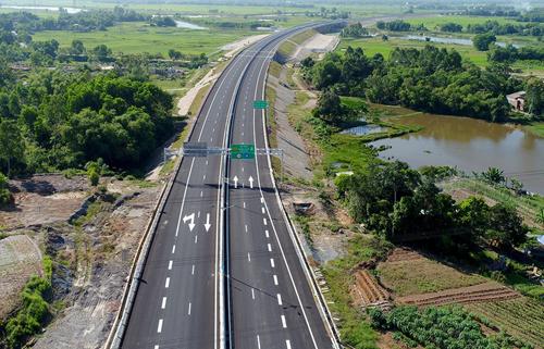 Cao tốc Đà Nẵng - Quảng Ngãisẽkết nối vào dự án cao tốc Bắc Nam được xây dựng trong thời gian tới. Ảnh: Đắc Thành