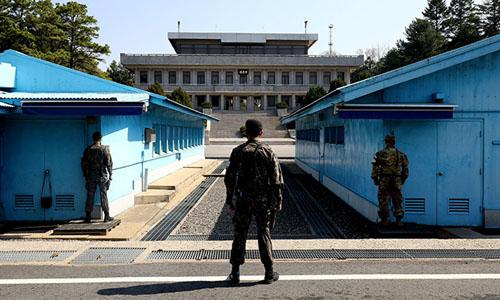 Binh sĩ Hàn Quốc canh gác tại khu vực biên giới liên Triều tháng 4/2018. Ảnh: Korea Times.