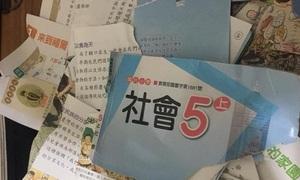 Ông bố Đài Loan gây tranh cãi vì xé vở bài tập của con