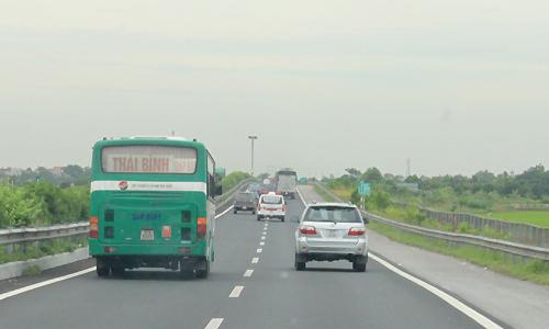 Bộ Giao thông đề xuất giảm tốc độ xe khách đi trong khu dân cư