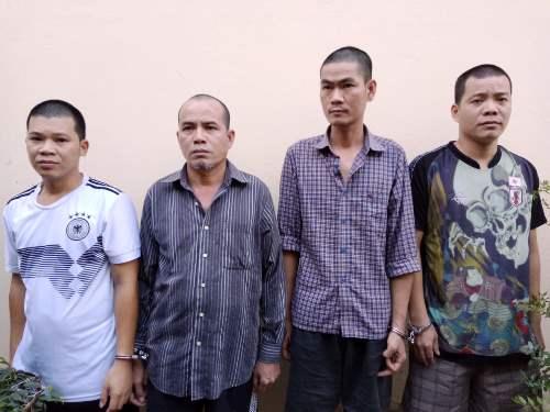 Nhóm bảo vệ tại cơ quan điều tra. Ảnh: Nguyễn Khánh
