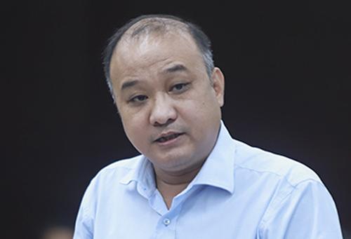 Ông Lê Quang Nam nhận quyết định điều chuyển từ giám đốc Sở về Bí thư Quận uỷ. Ảnh: Ngọc Trường.